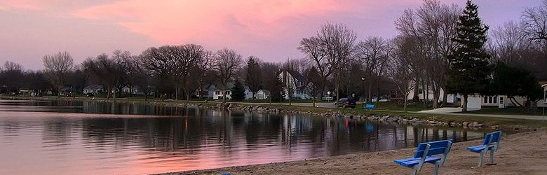 Iowa Travel Guide: sunset at Five Island Lake, Emmersburg, Iowa