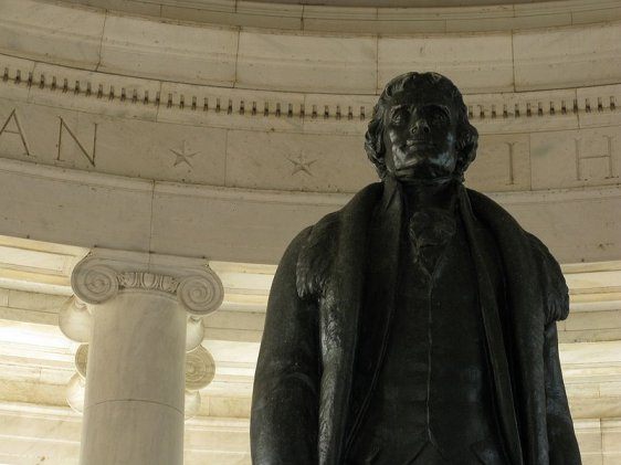 Statue of Thomas Jefferson at the center of the memorial