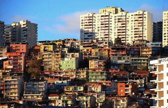 Gecekondu neighborhood in Bayraklı, İzmir