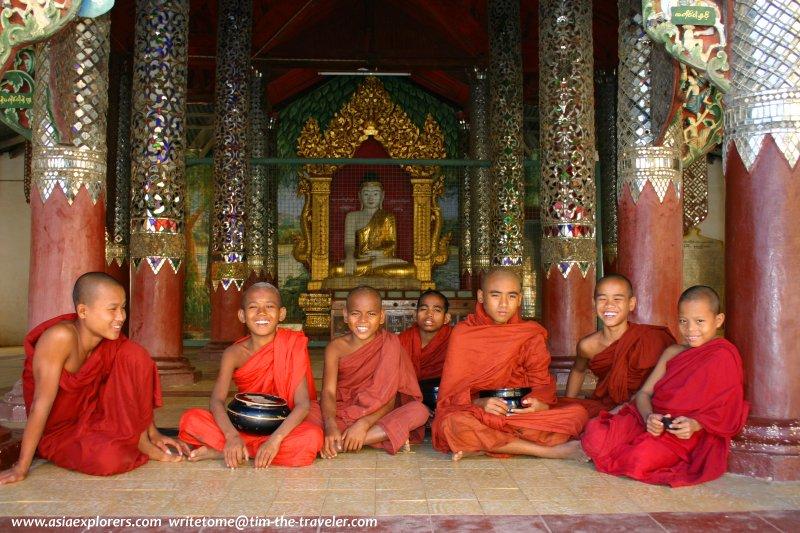 Novice monks, Shwezigon Temple, Bagan
