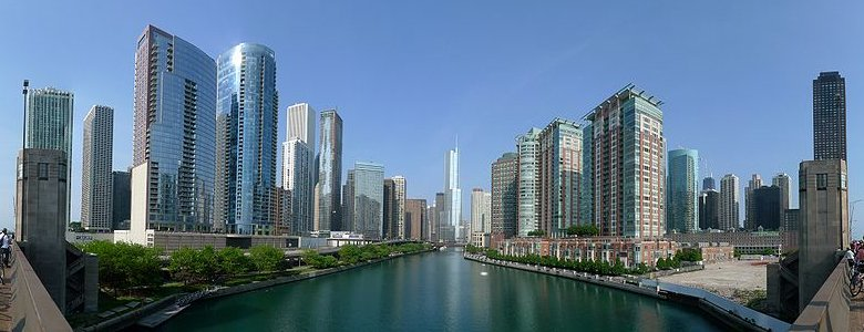 View of the skyscrapers along the Chicago River