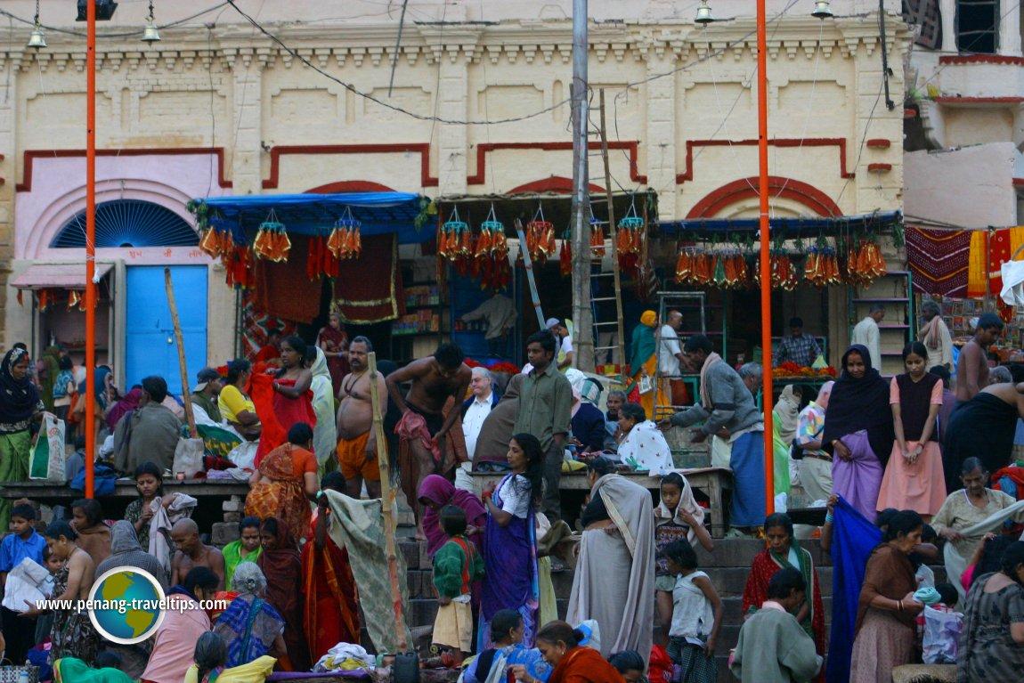 Pilgrims crowding the ghat in Varanasi