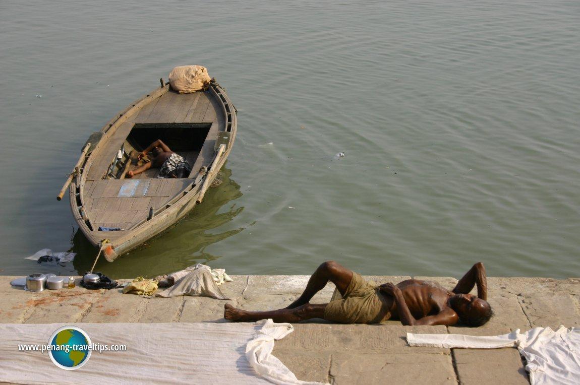 Coolies resting in Varanasi