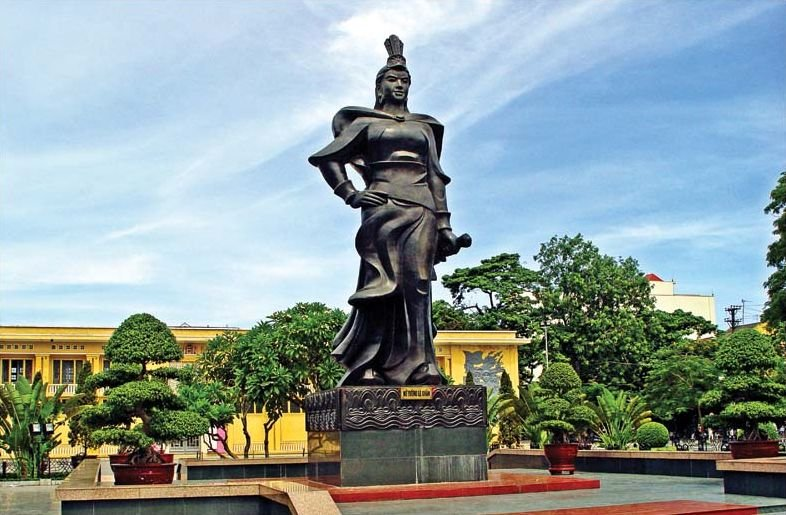 Statue of Madame Le Chan, Hai Phong