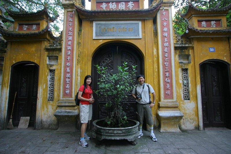 Tim and Chooi Yoke at the Ly Trieu Quoc Su Pagoda, Hanoi