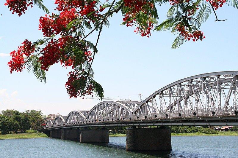 Trang Tien Bridge, Huế
