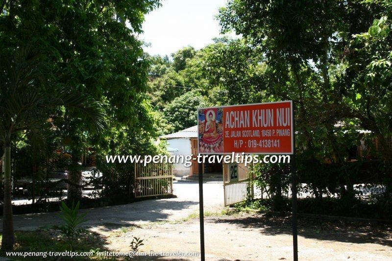 Achan Khun Nui