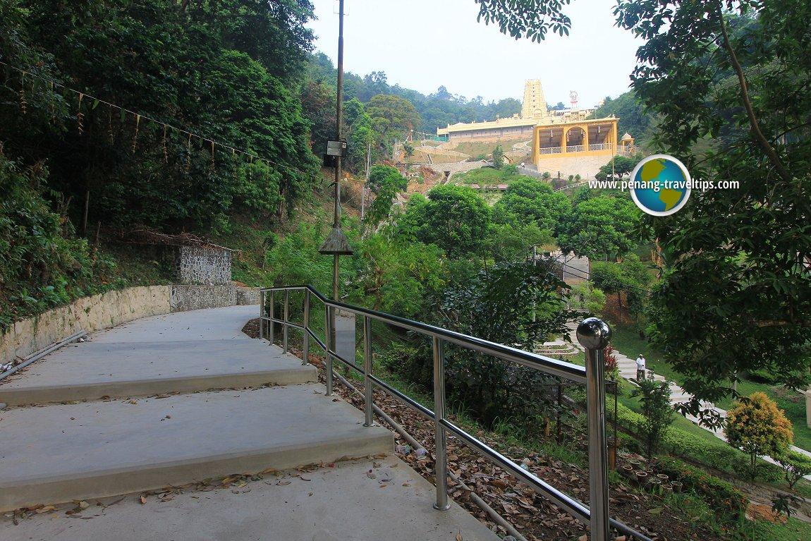 Approaching the Balathandayuthapani Temple