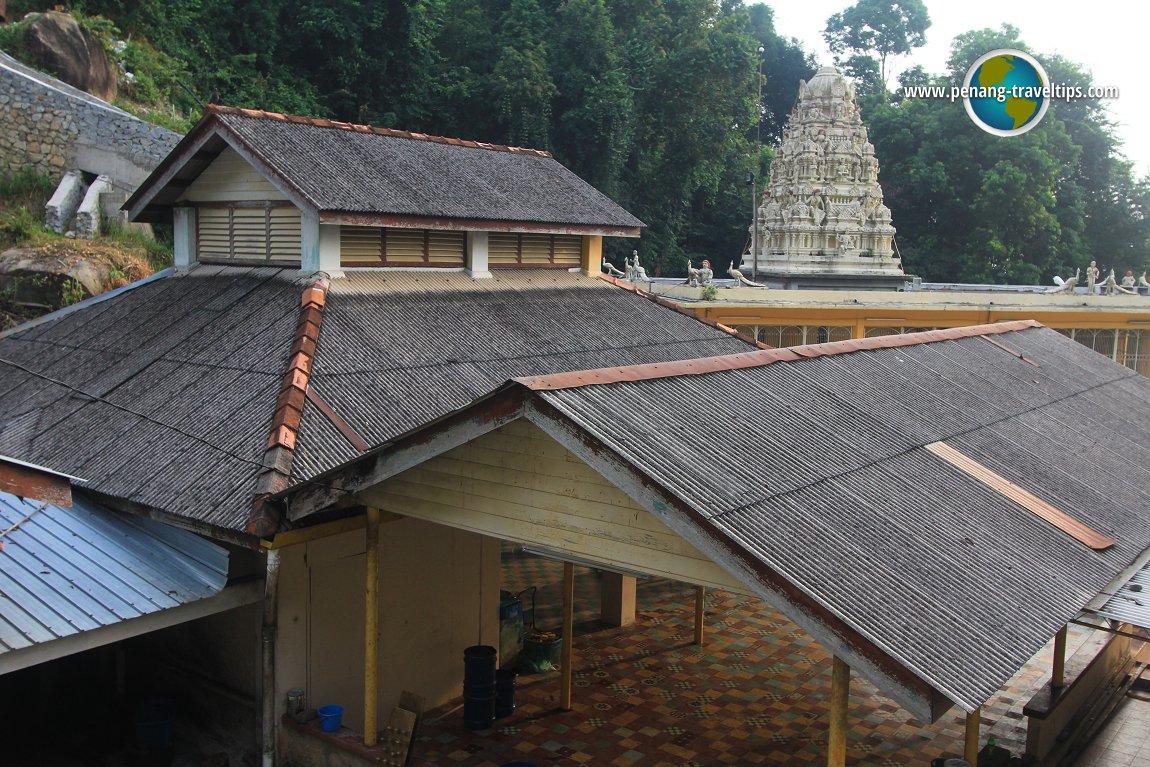 The Arulmamani Arumugam Pillai Mandapam, with the old Balathandayuthapani Temple in the background