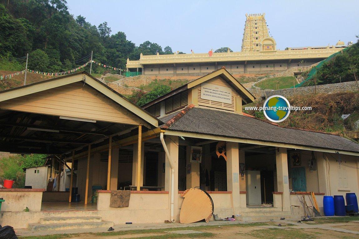 The Arulmamani Arumugam Pillai Mandapam, with the new Balathandayuthapani Temple looming behind it
