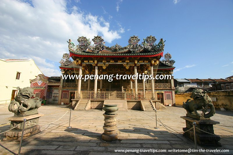Cannon Square in front of Leong San Tong clan temple
