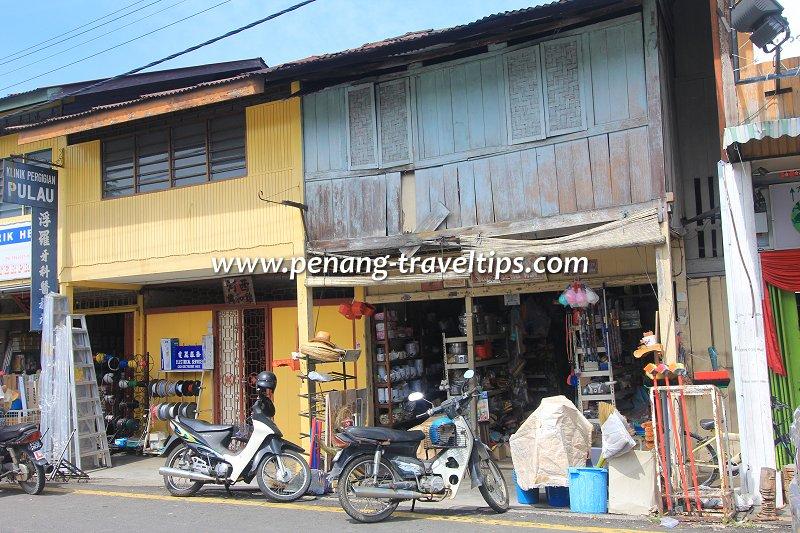 A crockery shop in Balik Pulau