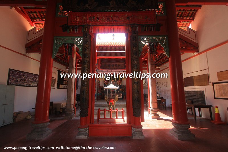 Hainan Temple interior