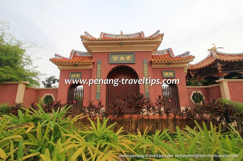 The triple-arch gate of Hean Chooi Temple