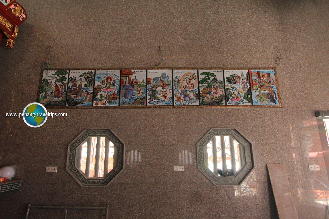 Heng Len Tuah murals, right wall
