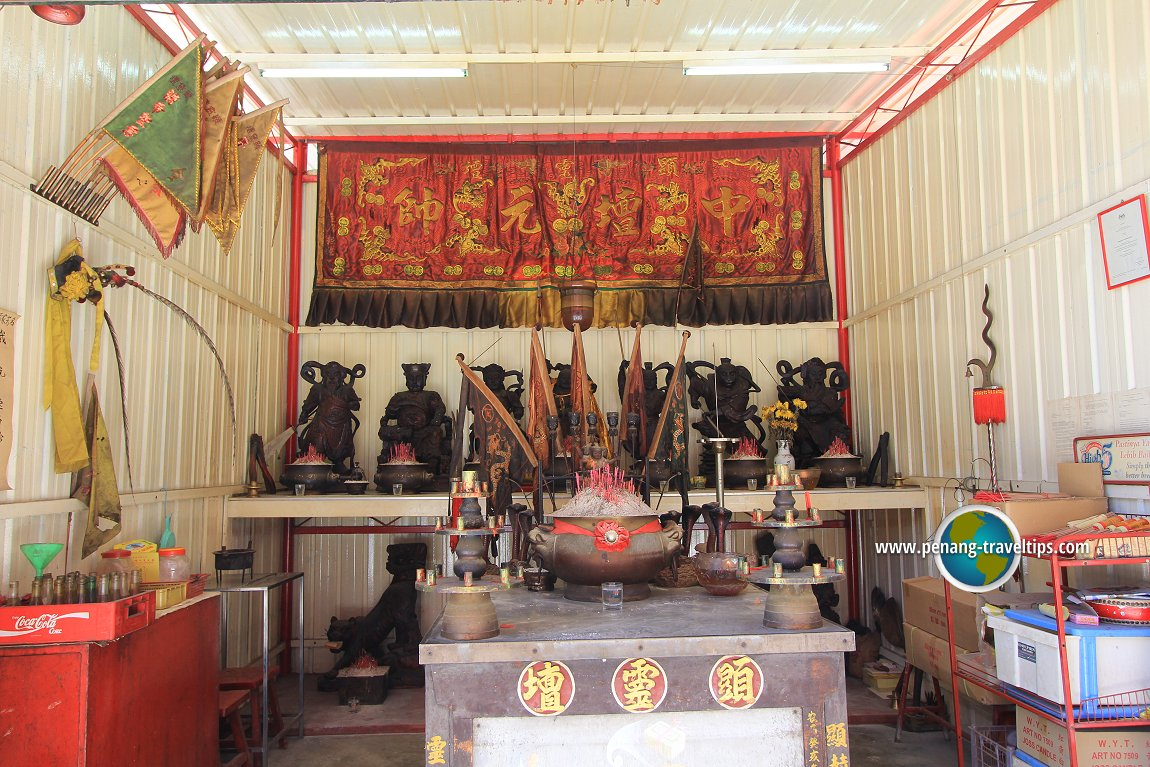 The various idols within the existing Heng Len Tuah shrine