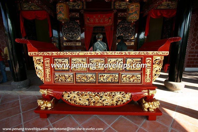 Hock Teik Cheng Sin offerings table