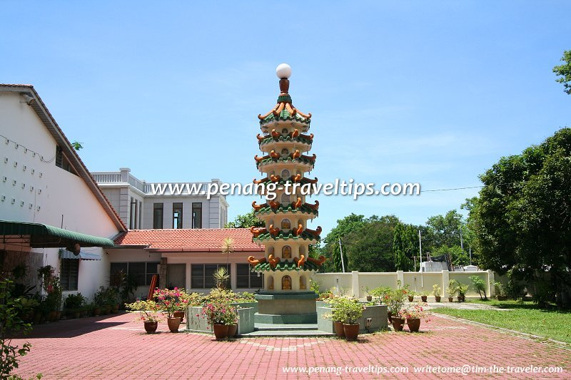 The pagoda at Hong Chuan Buddhist Institute