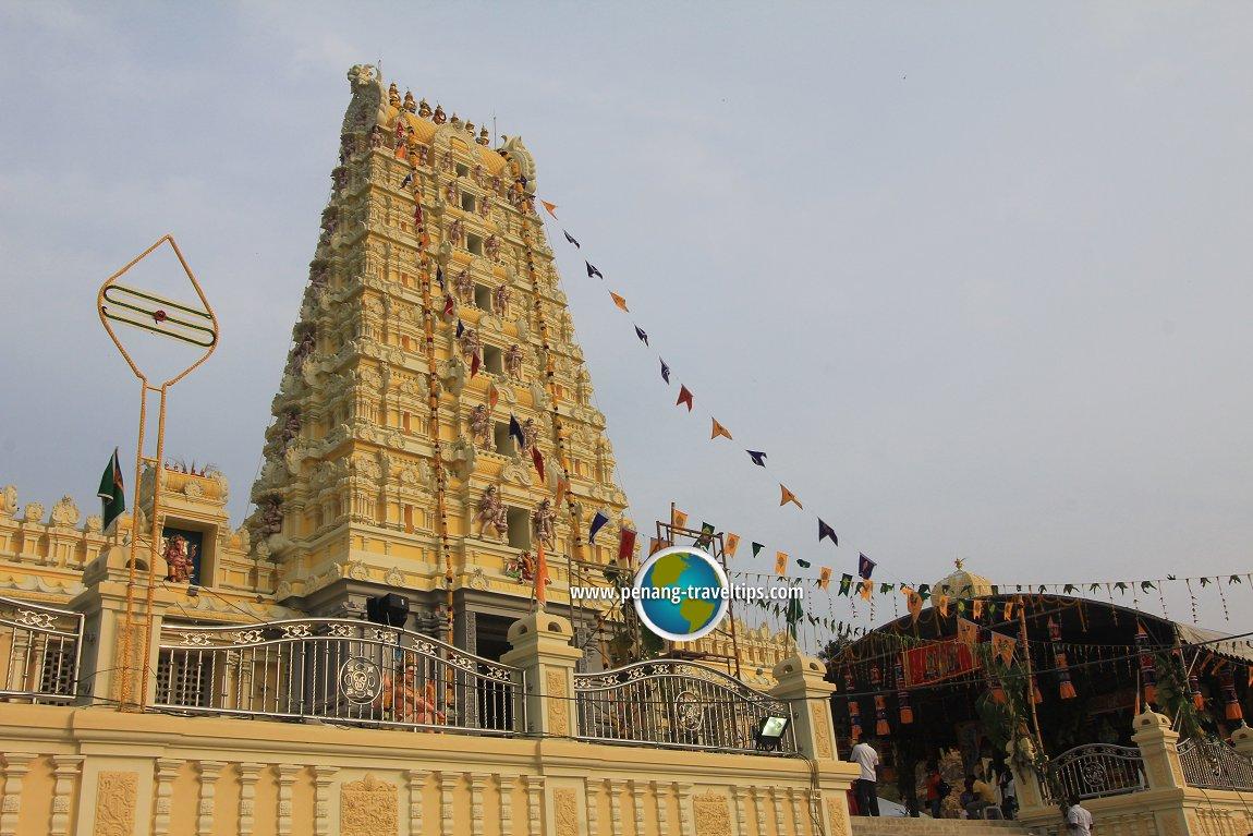 The rajagopuram of the Arulmigu Balathandayuthapani Temple
