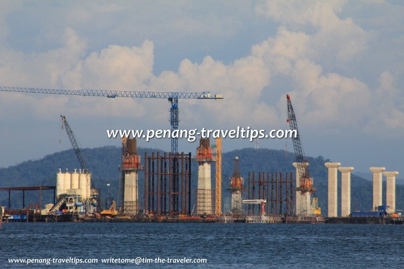 Construction of the main span of the Second Penang Bridge